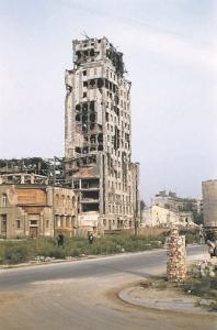 Budynek Prudentialu zniszczony w Powstaniu warszawskim