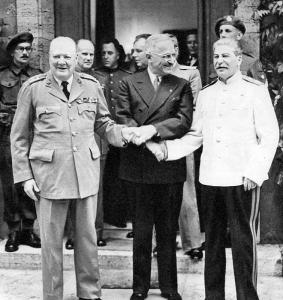 Winston Churchill, Harry Truman i Józef Stalin na konferencji w Poczdamie.