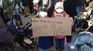 Dzieci na manifestacji KOD