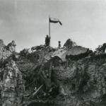 Polska flaga na Monte Cassino